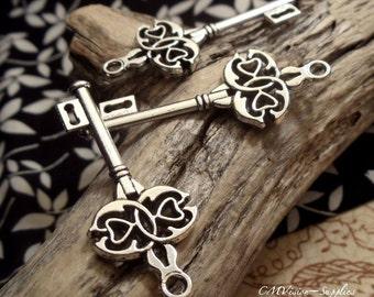 8 pcs of Tibetan Silver Double Heart Key Charms Pendants Drops Rd S19