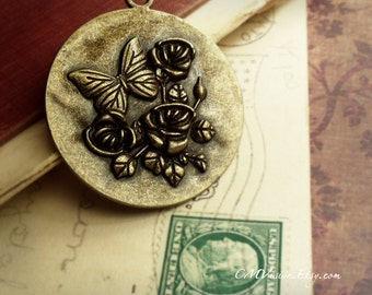 2pcs of Antique Bronze 43mm Large Round Scenic Wonderland  Rose and Butterfly Charms Pendants Drops M35-Rd