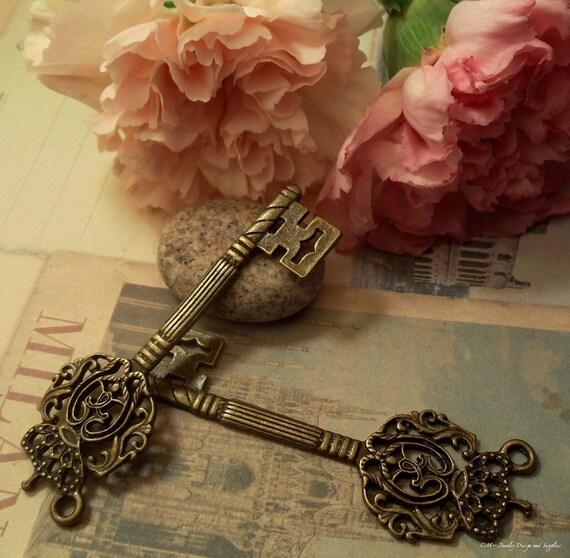 4pc Antique Bronze Victorian Royal Key (Large) Single side Charm Pendant Drop I20-Rd