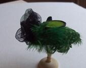 Handmade 1/12 dollshouse miniature green feather hat