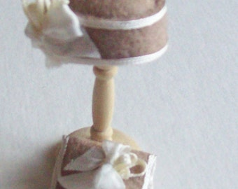 Handmade 1/12th scale dollshouse moulded taupe felt cloche style hat and matching bag