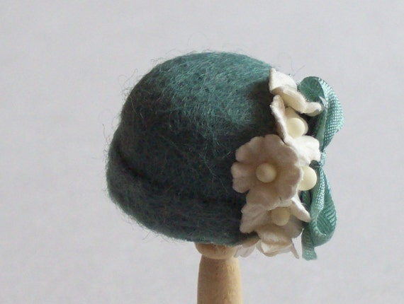 DISCONTINUED SALE 20% OFF Handmade 1/12th scale dollshouse moulded green felt cloche style hat
