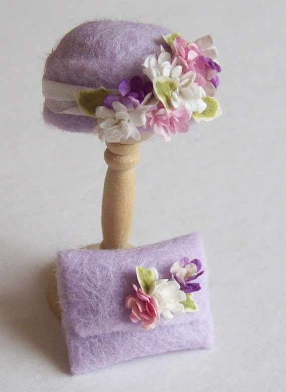 Handmade 1/12th scale dollshouse moulded pale lilac felt cloche style hat and matching bag