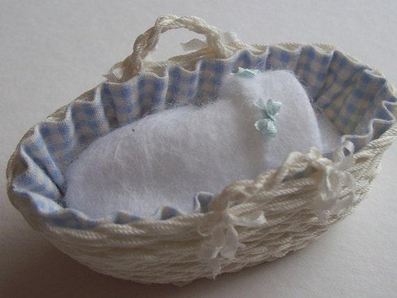 NEW Beautiful handmade dollshouse 1/12th scale dollshouse miniature moses basket