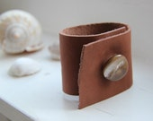leather bracelet - with mother of pearl button