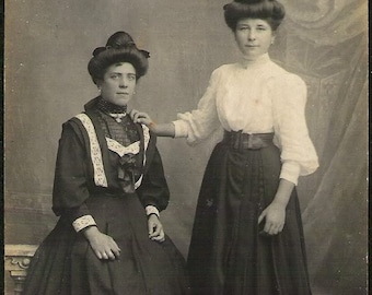 Very Unusual Edwardian Highly Fashionable women Antique Rppc real photo Photograph Post Card