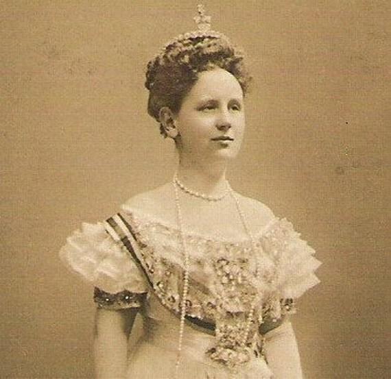 NETHERLANDS QUEEN WILHELMINA Royal Dutch monarch Antique rppc real photo sepia Photograph Post Card