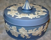Wedgwood Made in England Grape Leaf Box with Paper