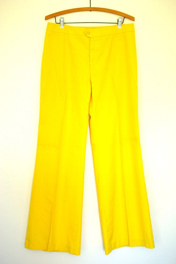 Vintage 1970s Yellow Levis Bell Bottoms 32