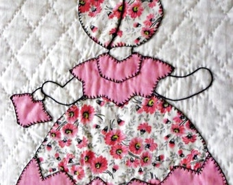 Vintage Peachy Pink and Sage Green Sunbonnet Sue Quilt with Impeccable Handquilting