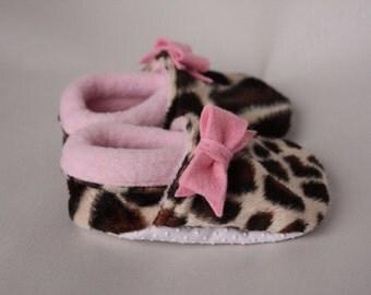 Baby girl shoes, giraffe crib shoes, giraffe infant toddler booties, soft sole