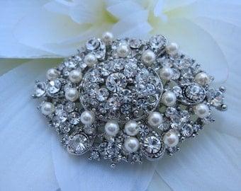 Wedding brooches,Pearl bridal brooches,Wedding jewelry brooches,Bridal dress brooches,Wedding sash brooches,Rhinestone brooches,Wedding comb