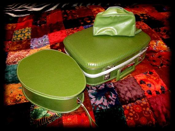 Vintage Hardshell FIVE Piece Luggage Set in Avocado with Traincase