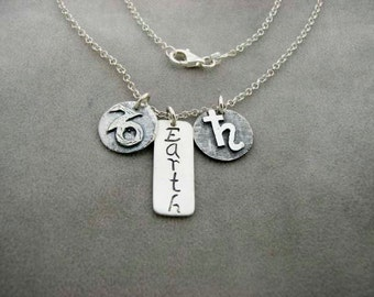 CAPRICORN Sign with Element EARTH and the Ruling Planet SATURN. Silver Necklace