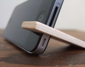 iPhone stand.  4 / 4S / 5C.  walnut wood with cream.
