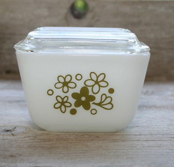 Vintage  Spring Blossom Pyrex small 1.5 cup glass container - 1970s