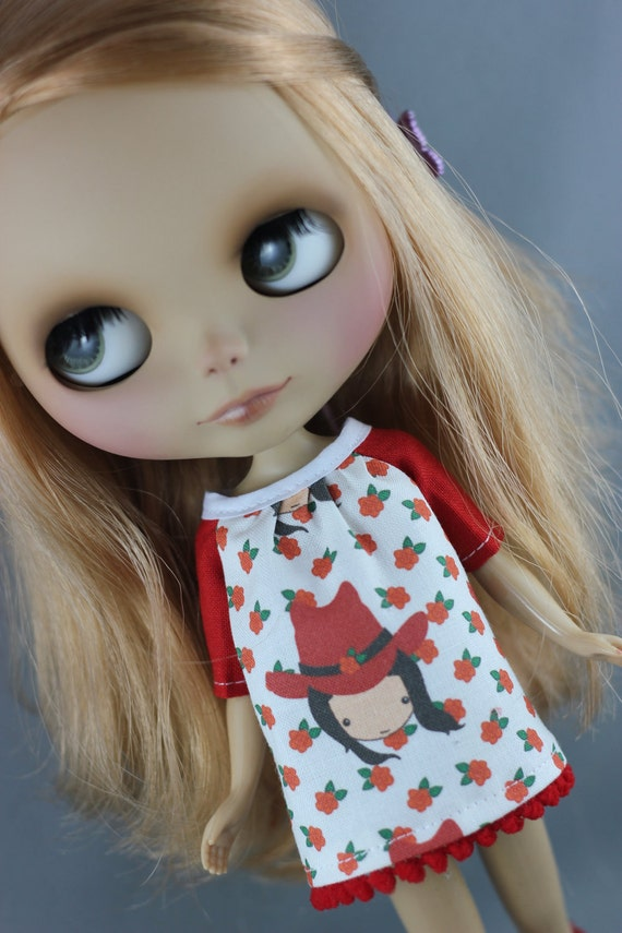 Blythe Smock Style Dress - BlytheCon 2012 Red Roses and Blythe