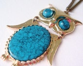 vintage 70s turquoise owl pendant necklace articulated large retro blue plastic stone gold tone statement costume jewelry