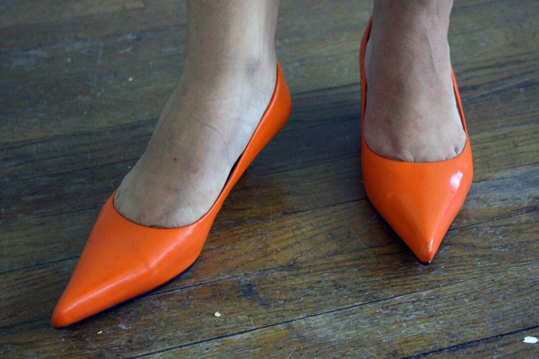 Bright Orange Kitten heels 7.5 by threadechoes on Etsy