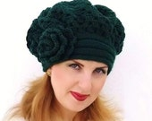 Crochet shunky beret, Warm dark green Hat with flower. Crochet hat. Knitted beret.