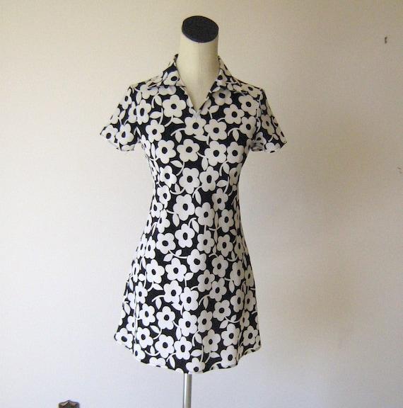 Mod Sense Black & White Flower Day Dress