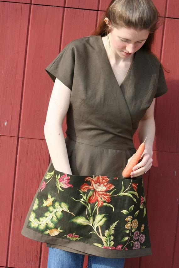 Gardening Apron/Gardening Smock - Brown Linen - Size SMALL - Farm Girl