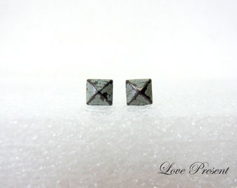 Grand Rock N Roll and Punk  Pyramid earrings stud style - Color Dirty Grey Patina Verdigris