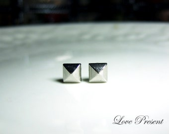 Black Friday Rock N Roll and Punk Pyramid earrings stud style - Color Shine Sliver