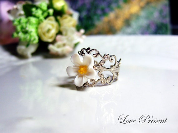 Vintage Antique White Daisy Adjustable Size Ring
