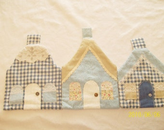 Set of 3 Cottage Pot Holders in Blues