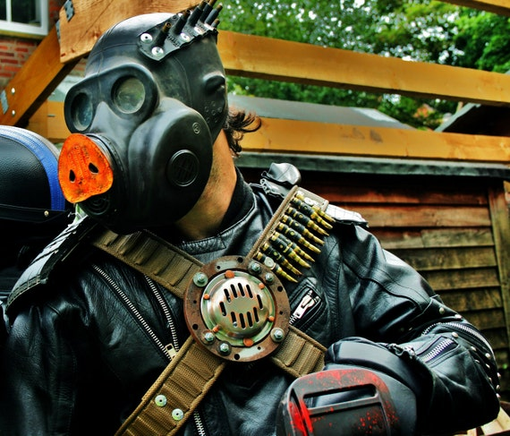 Road Pig the raider gas mask
