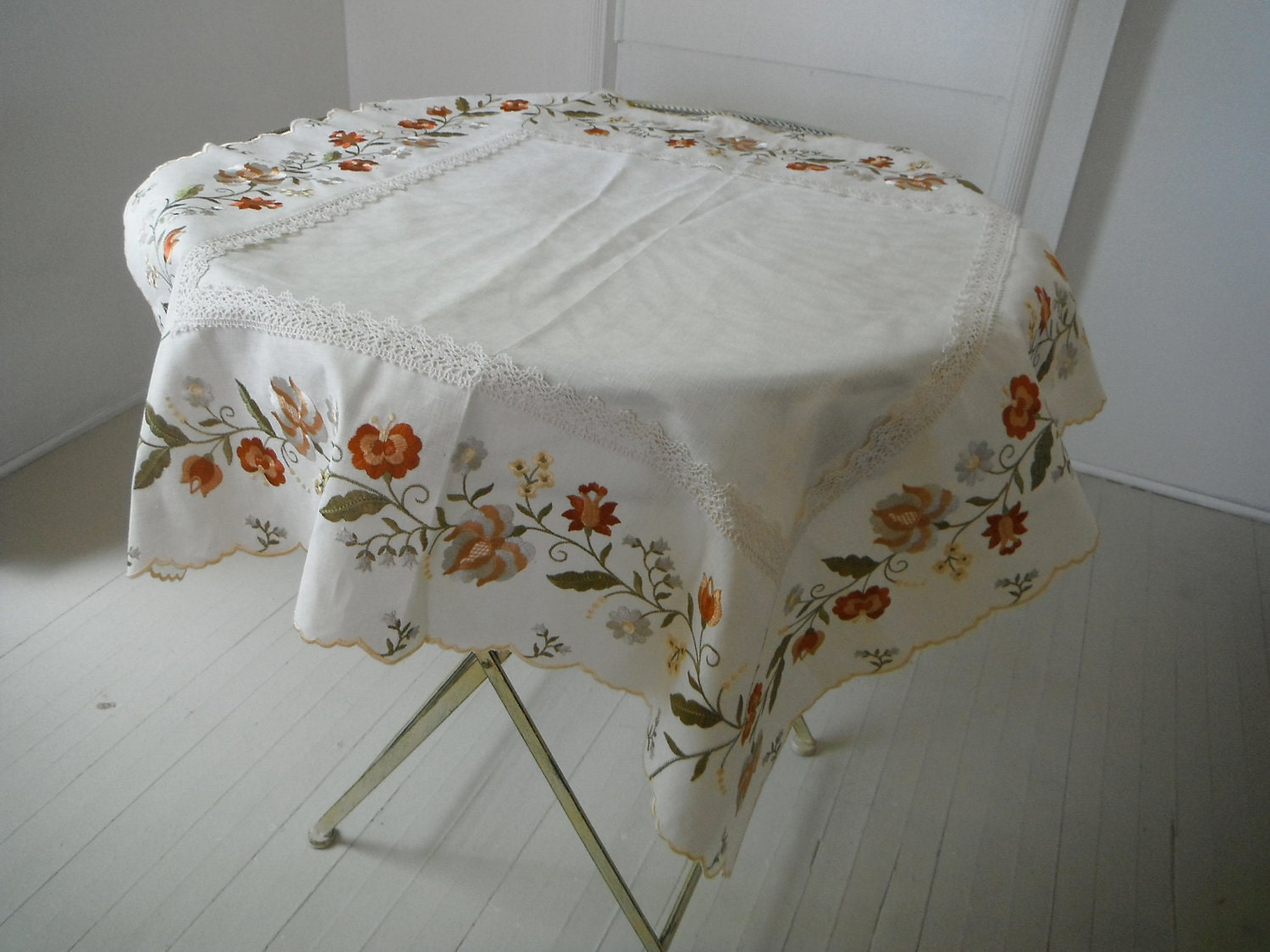 Vintage Embroidered Tablecloth Shabby Chic Cream With Lace