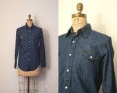 vintage denim shirt COWBOY / WESTERN pearl snaps maverick jean . 14 1/2 x 32 unisex