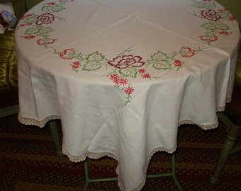 """Beguilingly Lovely Vintage HAND EMBROIDERED Vintage 46"""" x 50"""" LINEN Tablecloth"""
