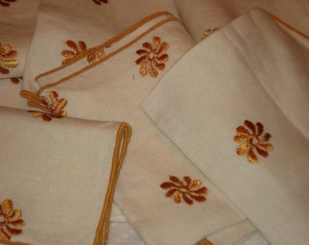 EIGHT Fetching Mid Century Hand EMBROIDERED Vintage LINEN Napkins