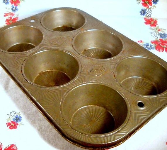 Vintage Ovenex Muffin Pan with Starburst Pattern