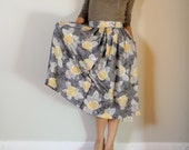 vintage women gray yellow floral printed high waisted buttons front pleated midi calf long full grandma skirt (size 0 - 4)