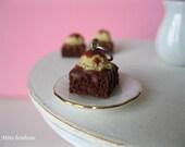 Brownie pendant -  Chocolate fudge brownies pendant - miniature food