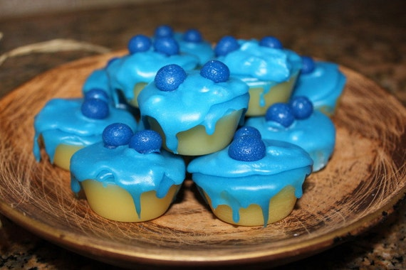 BLUEBERRY CHEESECAKE Scented Primitive Grubby Iced Cupcake Wax Tarts Melts