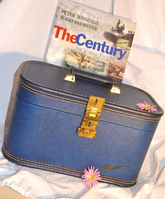 Train Case Vintage Blue