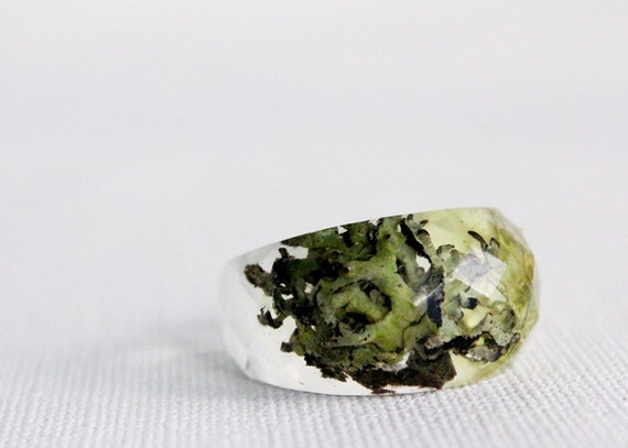 Pacific Northwest size 8  lichen and moss multifaceted eco resin ring