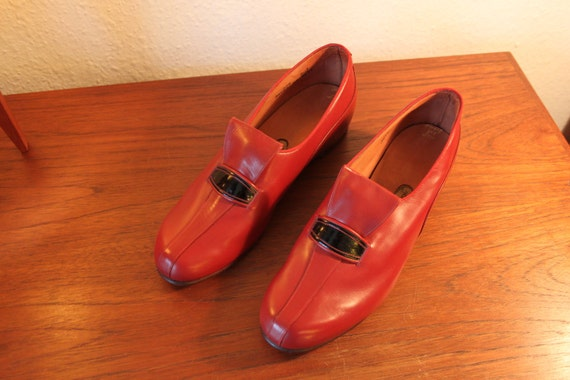Red 40s shoes made in England UK 5 nos