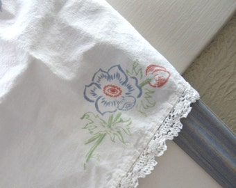 TABLE RUNNER VINTAGE French Farm Style Floral White