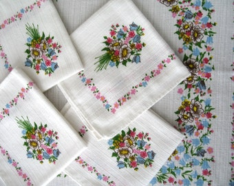 Sweet vintage floral table runner and napkin set, excellent condition.