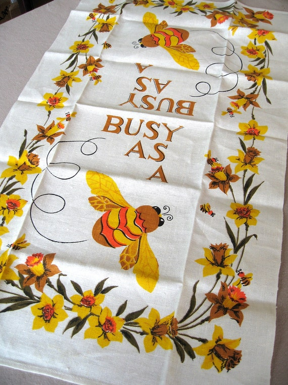 Busy as a bee. MWT, vtg kitchen or tea towel, linen. Fantastic condition.