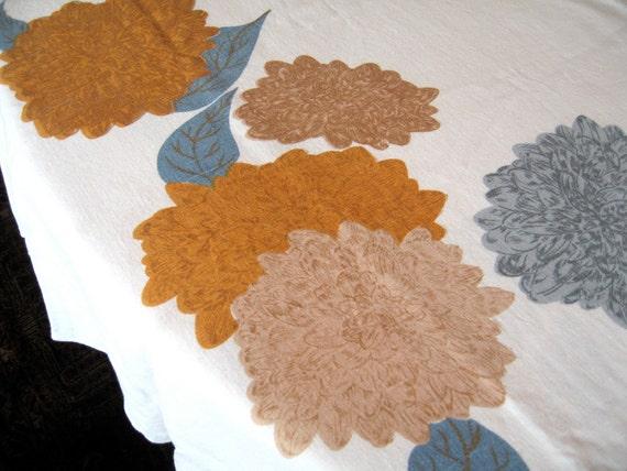 "Chrysanthemums. Vtg William Ewart 65"" round tablecloth, great condition."