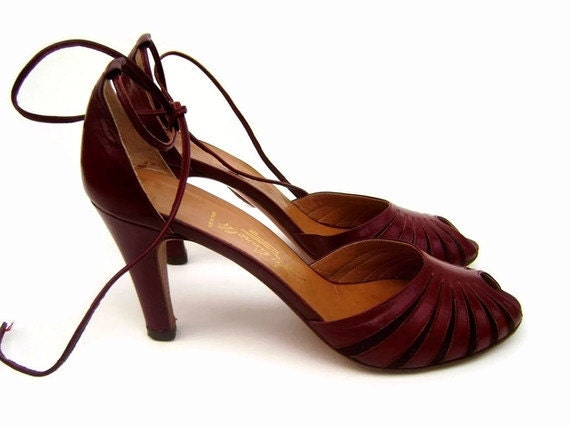 15% OFF SALE Sz 8.5 N Elegant Burgundy 1960s Strappy Peep Toe Sandals (Size 8 1 narrow)