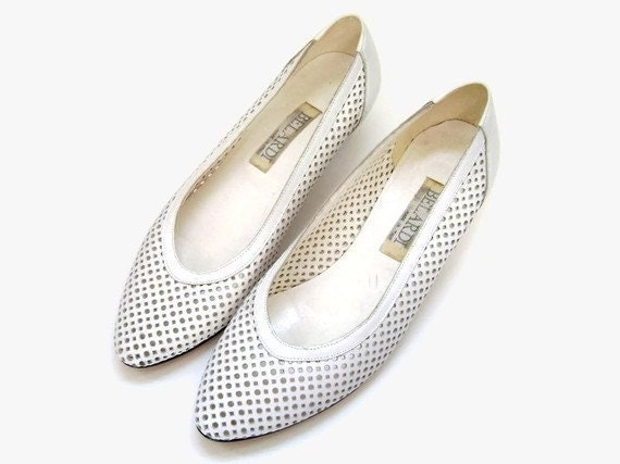 1980s White Shoes with Cutout Pattern  (size 6 1/2, size 6.5)