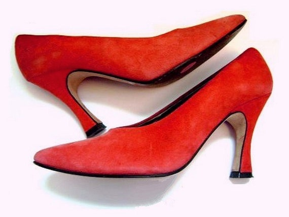 Sz 8 Strawberry Smoothie RED Suede Pumps (Size 8)