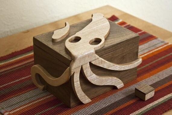 Secret locking stash box - Squid design